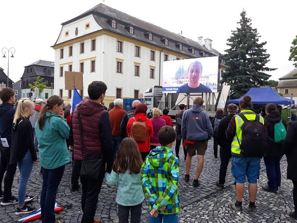Už pošesté se protestovalo také v Novém Boru, kam dorazilo cca 250 lidí.