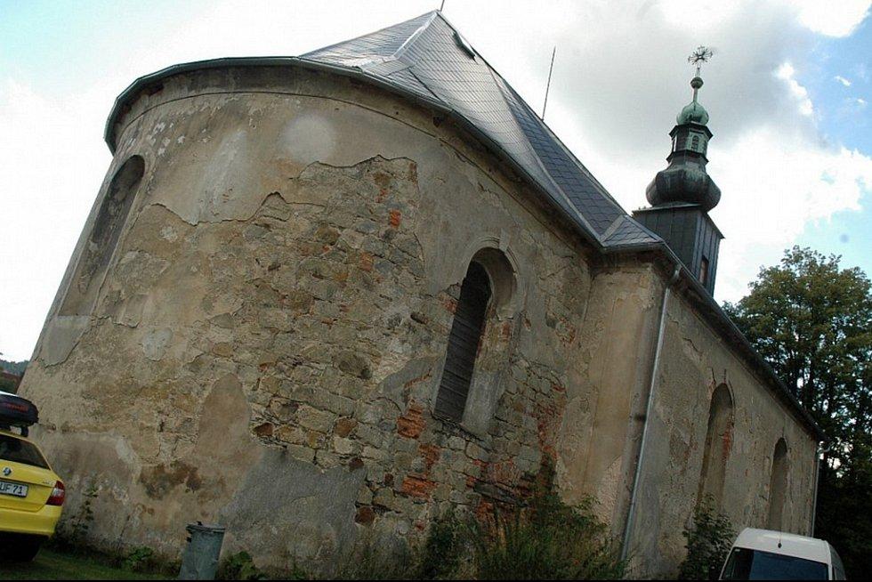 Barokní památka v malé vesničce nedaleko Jablonného v Podještědí a hranice se Saskem ožívá díky aktivitám českých a německým ochotníků i postupným opravám.