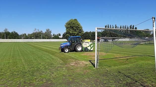 Úpravy na fotbalovém hřišti Lokomotivy Česká Lípa