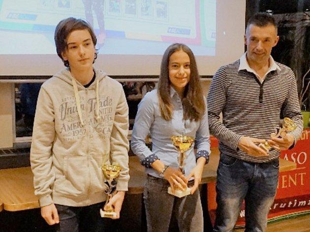 První tři v pořadí OBL (zleva): 2. Jakub Pitoňák, 1. Vendula Ryšavá, 3. Jaroslav Jíra.
