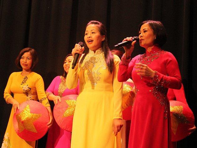 Setkání vietnamské komunity v Kulturním domě Crystal v České Lípě nabídlo i řadu hudebních vystoupení.