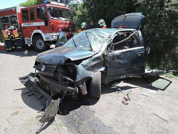 Hydraulické vyprošťovací zařízení museli hasiči použít unehody vHorní Libchavě.