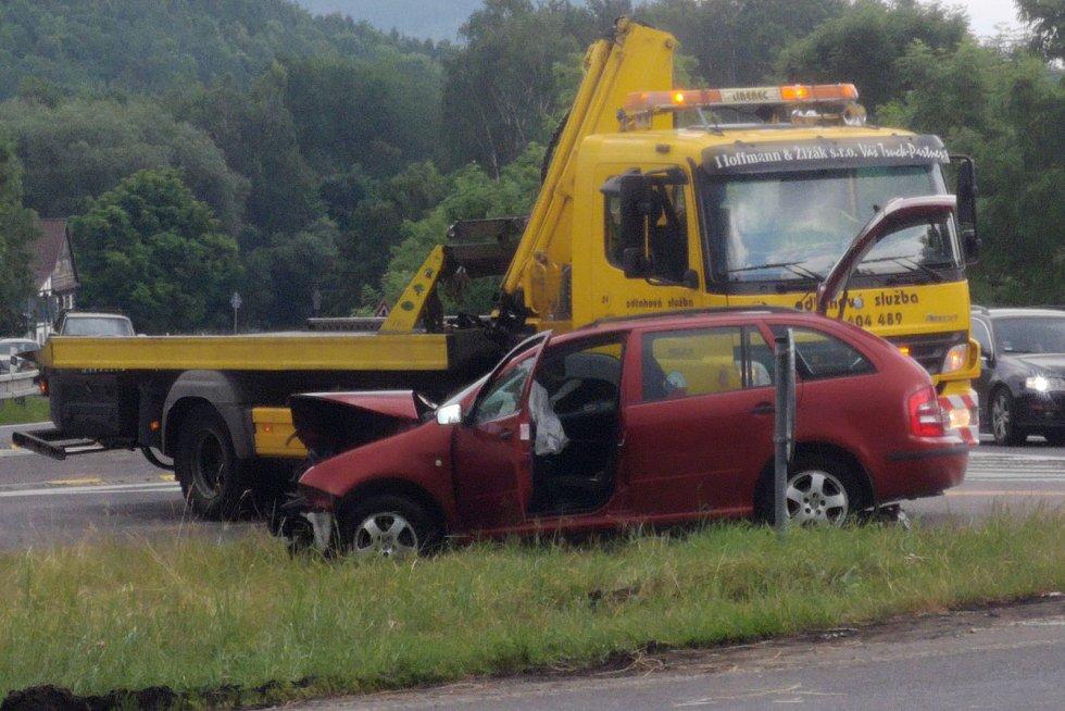 Na silnici I/9 mezi Novým Borem a Cvikovem došlo v sobotu krátce po 11. hodině ke srážce osobního auta s motocyklem. Řidič motorky nehodu nepřežil.