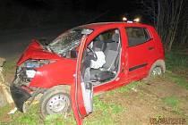 Řidičku, která v pondělí se svým vozem narazila do stromu u Nového Boru,  musel do nemocnice transportovat vrtulník.