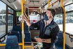ŘIDIČ MHD v České Lípě dezinfikuje před vyjetím autobus