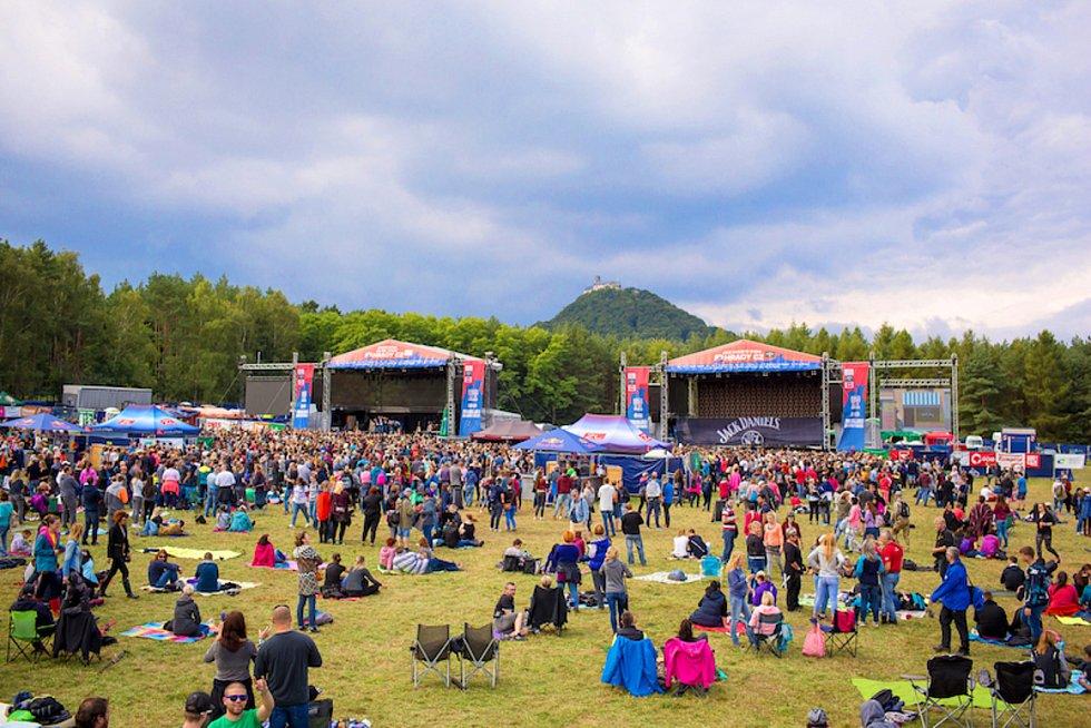 Festival pod hradem Bezděz.