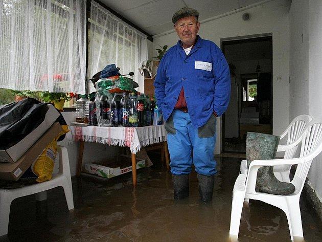 Voda stoupala také v Bukovanech.