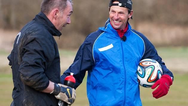 Pod dohledem televizních kamer trénoval loni na jaře známý fotbalový trenér František Straka tým TJ Dynamo Stružnice.