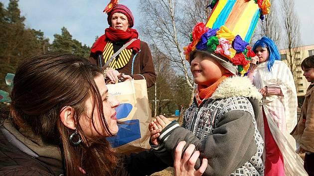 V neděli uspořádalo občanské sdružení Tosara pro děti masopustní průvod Ploužnicí.