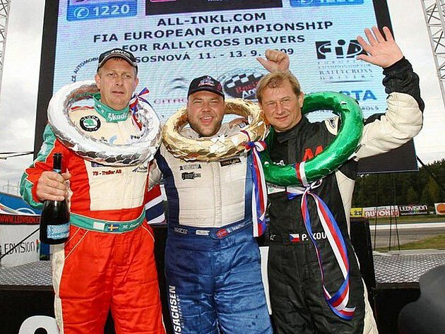 Start z pole position proměnil  norský pilot  Sverre Isachsen (uprostřed) v jasné vítězství, druhé místo v tomto závodě obsadil Švéd Michael Jernberg (vlevo) a třetí dojel český reprezentant Pavel Koutný (vpravo).