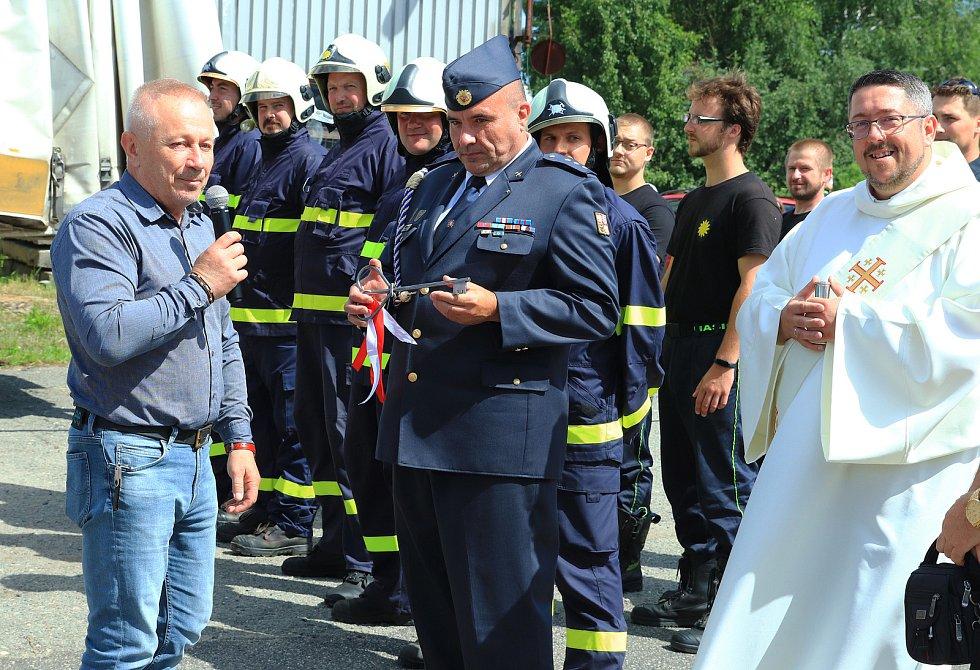 Slavnostní předání nové CAS jednotce SDH Stráž pod Ralskem.