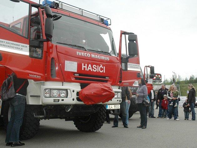 Profesionální hasiči v České Lípě pořádají v sobotu Den otevřených dveří. Zájemci se tak dostanou do míst, která nejsou veřejně přístupná a odkud hasiči vyrážejí na zásahy.