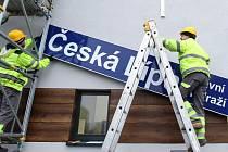 Od 17. prosince si v České Lípě kupují jízdenky na vlak již v nové nádražní budově.