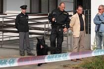 Budovy České spořitelny a Komerční banky se v pondělí ráno uzavřely kvůli hrozbě o umístění bomby.