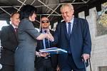 Prezident České republiky Miloš Zeman (na nsímku vpravo) navštívil 11. května v rámci návštěvy Libereckého kraje město Doksy, kde se setkal s představiteli města a občany.
