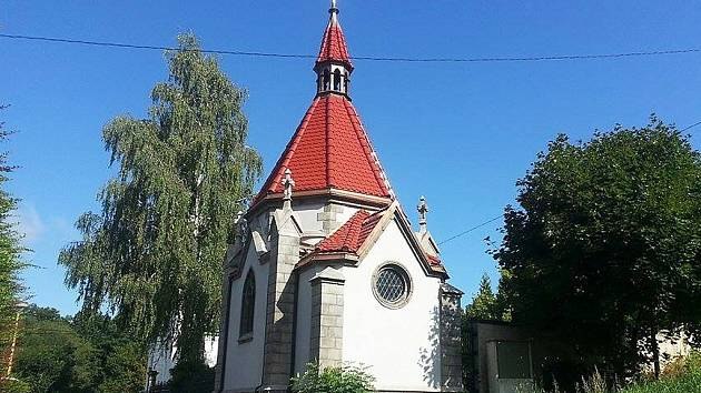 Hrobka v novoborských Arnultovicích patřila rodině významného skláře Franze Ladische. Ten v roce 1913 v Boru otevřel huť Flóra, pojmenovanou po jeho ženě. V roce 1949 byla huť připojená k podniku Borokrystal, ze kterého vznikl Crystalex.