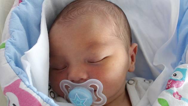 Rodičům Lence Heřmanové a Ivu Glazerovi z České Lípy se v sobotu 17. února v 1:53 hodin narodil syn Adam Glazer. Měřil 51 cm a vážil 3,94 kg.