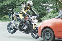Filmový štáb natáčel ve středu 12. září pro televizní pořad BESIP několik simulovaných nehod v České Lípě. Čelní střet s motorkou se odehrál v Žitavské ulici na Špičáku.