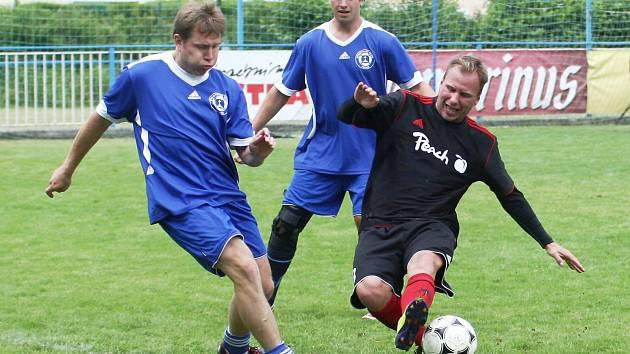 Antifotbal - Napoleon. David Volf bojuje s obranou Napoleonu.