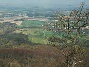 Pohled ze zříceniny hradu Ralsko.