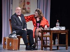 Diváci v českolipském Jiráskově divadle ve středu shlédli francouzskou komedii z pera Jeana Barbiera V Paříži bych tě nečekala, tatínku.