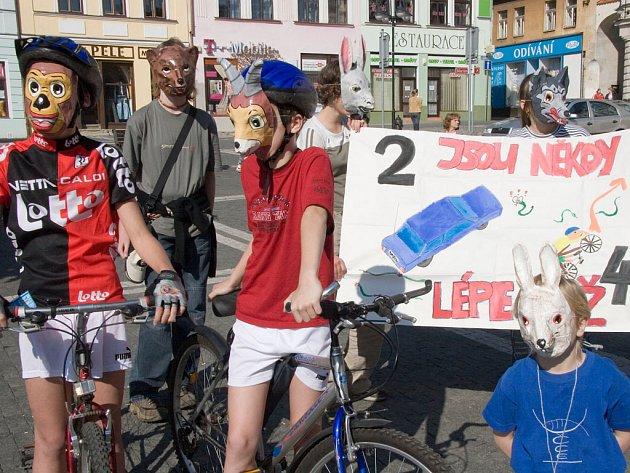 Účastníci cyklojízdy se předvedli v maskách zvířátek