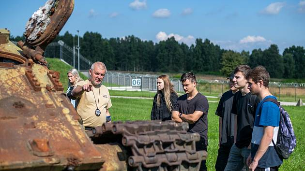 Maturanti z Euroškoly vyrazili v rámci praxe do trhací jámy v Kuřívodech.