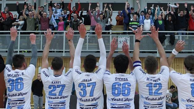 Českolipští florbalisté zvládli duel 21. kola první florbalové ligy s Pelhřimovem a po vítězství 8:1 si upevnili třetí příčku tabulky.