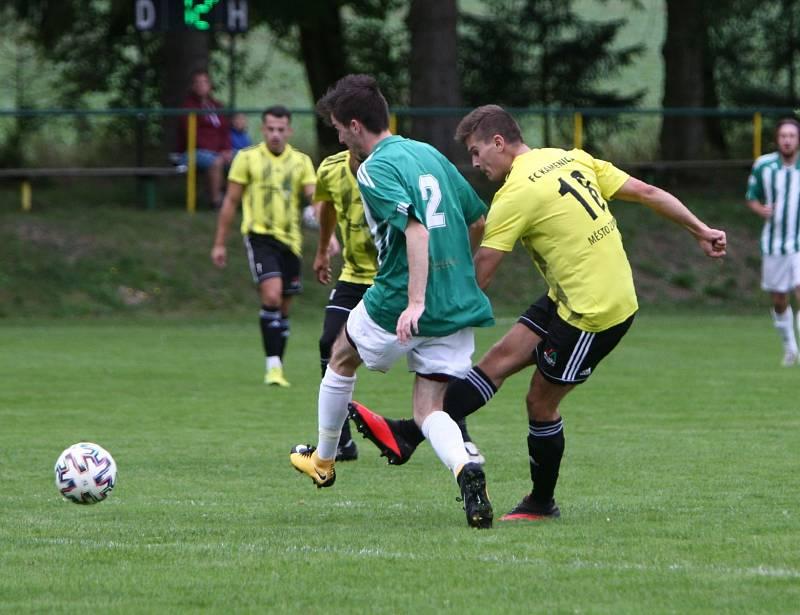 Kamenice (žlutá) - Rapid Liberec 4:2. Mikač se snaží zblokovat střelu Stummera.