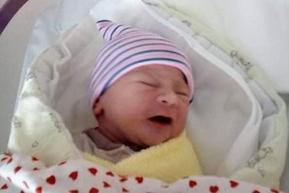 Rodičům Jiřině Barešové Schlamberové a Kamilu Barešovi z Mimoně se ve středu 7. července ve 20:35 hodin narodila dcera Karla Barešová. Měřila 48 cm a vážila 2,72 kg.