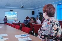 Virtuální univerzitu třetího věku se v Šenově rozhodlo absolvovat jedenáct seniorů.
