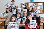 Každý studentu dostal stránku Deníku se svou fotkou.