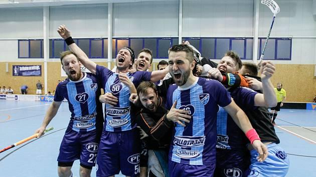 Historický postup do nejvyšší florbalové soutěže mužů vybojovali hráči českolipského FBC Pullo Trade Česká Lípa.