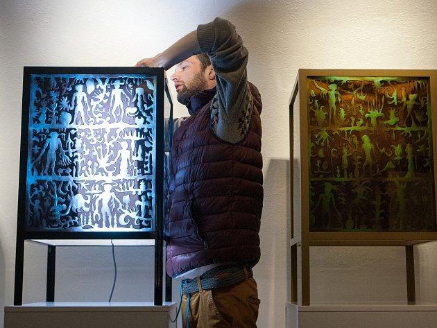 Tečkou za celou akcí bude nedělní vernisáž výstavy děl, které vznikly při sympoziu.