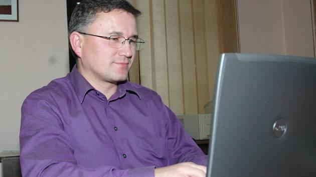 Juraj Raninec v redakci českolipského deníku