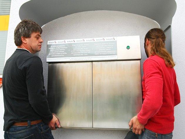 58. Takové je pořadové číslo babyboxu, který se od středy nachází na zdi bývalé vrátnice uvjezdu do areálu českolipské nemocnice.