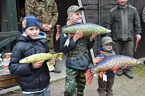 Veliký zájem o účast na prvních rybářských závodech na Máchově jezeře nakonec dvojnásobně převýšil limit 50 závodníků.