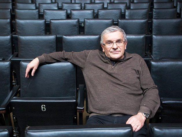 """Po sedmi letech se Václav Klapka vrací k vážnému tématu. Jeho zatím poslední """"ne-komedií"""" byli Obři Dona Quichota, kteří měli premiéru v roce 2008."""