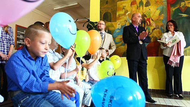 Předsedkyně Poslanecké sněmovny PČR Miroslava Němcová ve čtvrtek 1. září zahájila  nový školní rok  2011/2012 a slavnostně přivítala nové školáky v základní škole v Kravařích.