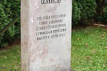 Na místě tehdejší českolipské synagogy je dnes parkoviště (ulice U Synagogy) a její přítomnost připomíná pomník.