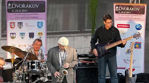 Jazzové skladby inspirované lidovou hudbou a světovými evergreeny, včetně skladeb Antonína Dvořáka a Jiřího Stivína nabídl pondělní koncert.