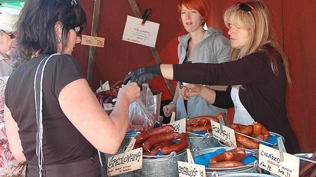 Farmářské trhy se konají každý čtvrtek a sobotu na Škroupově náměstí v České Lípě.