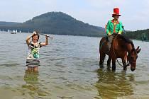 Na hlavní pláži v Doksech proběhlo slavnostní zahájení turistické sezóny Máchova jezera a jeho okolí.