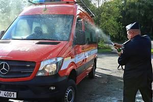 Dobrovolná jednotka hasičů ze Stráže pod Ralskem převzala nové vozidlo