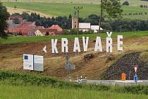 Originální formu reklamy obce zvolili v Kravařích. Na svahu u nového kruhového objezdu se tyčí velký nápis KRAVAŘE.