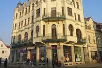 Kavárna Union je secesní stavba z let 1906 - 1907. Za její projekt získala českolipská firma John a Jisba zlatou medaili na prvním libereckém veletrhu.