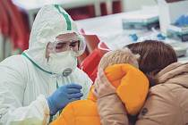 Testování na koronavirus v mateřské školce na Českolipsku.