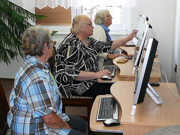 Do kurzu se zapojila desítka novoborských seniorů.