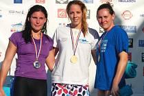 Dvě první místa vybojovala Petra Chocová (uprostřed) na mezinárodních závodech v Réunionu.