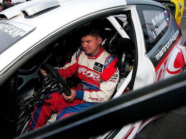 Setkání mistrů  na autodromu v Sosnové přineslo fanouškům automobilových soutěží nevídanou show.